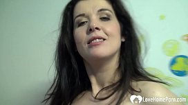 Sexy mature girl likes to pleasure herself passionately