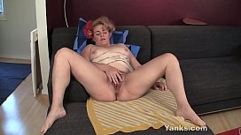 Chubby Yanks Hoe Poppy Fingering Her Hairy Twat