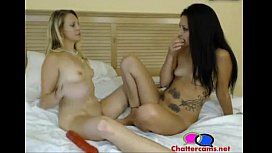 Two Girls One Dildo United Orgasm - Chattercams.net xxx video