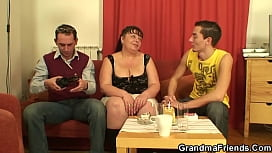 Old threesome sex with busty mommy