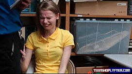 Skinny teen shoplyfter Catarina...