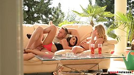 Ultra Sexy outdoor threesome...
