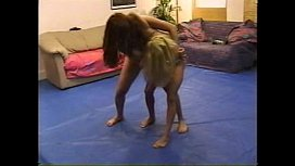 Blonde Brunette Catfight pt...
