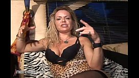 Mature Kelly Leigh Shows...