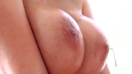Gianna Michaels Shows Off...