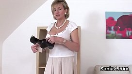 Adulterous english mature gill ellis shows off her big tits