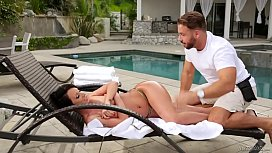 Fake masseur and a...