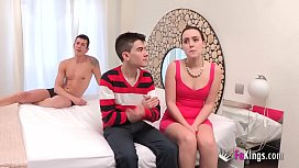 3 cocks for her, 5 dudes in the room. Soraya had never seen herself surrounded by dicks!