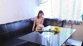Annet - Sweetie plays with...