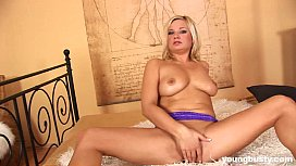 Young babe Carla gets...