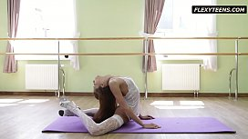 Inrcedibly hot gymnast Inessa...