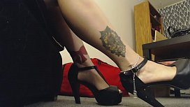 Giantess Mistress wears High...