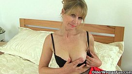 British milfs Ila Jane and Lelani can'_t resist their pussy