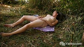 Chesty Yanks Michelle Rivers Plays In The Grass