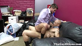 Gaysex hunk assfucked in...