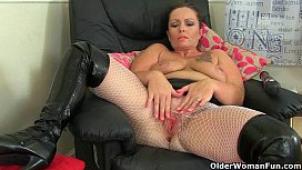 British milf Sam works...