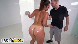 BANGBROS - PAWG Kelsi Monroe Gets Anal In The Shower From Tony Rubino