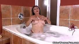 Latina milf Karina takes a hot bath and gets turned on
