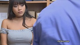 Bigtit Latina opens mouth wide for mall security