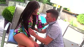 Silicone Babe isn'_t Shy to Get Slammed by the Pool