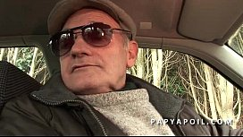 Papy baise une grosse...