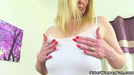 English milf Fiona rubs...
