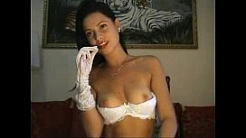 Honey in lace puts on a show - Bunniesoflincoln.com