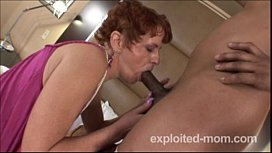Old skeezer is a real pleaser in Mature Porn Video