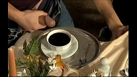 Do you want to milk in the coffe? It's tasty! - Quieres leche en el café? toma!