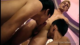 Threesome Interracial Barebacking Twinks...