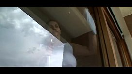 1787051 romina cleaning window