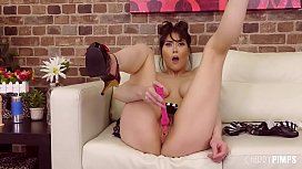 Busty Brunette Rides A Sybian in Live Show After Preparing Her Cunt With Toys