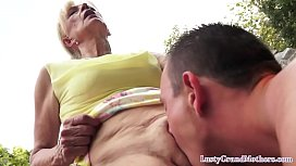 Mature lady gets her pussy flaps licked