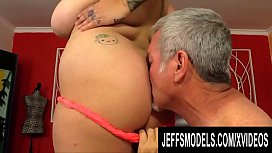 Sensational Plumper Kendra Lee Ryan Pushes His Old Dick to Its Limit