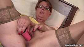 Mommy in pantyhoses stuffed...