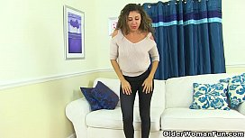 French milf Chloe will...