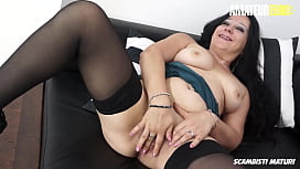 SCAMBISTI MATURI - #Valentina Bianchi #Julius - Italian Cougar Babe Loves It Hardcore From Her Young Lover