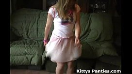 Petite teen Kitty flashing...