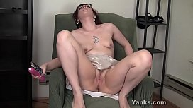 Yanks Babe Ruby Enraylls Toying Her Pussy