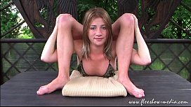 Extreme Contortionist Olesya...