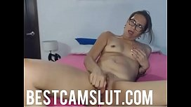This milf masturbates for you - bestcamslut.com