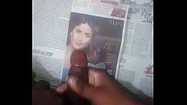 Cumtribut in Kareena face with audio
