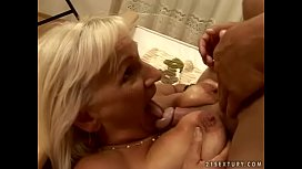 Granny Mamie loves to fuck
