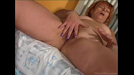 Attractive granny pleasing her...