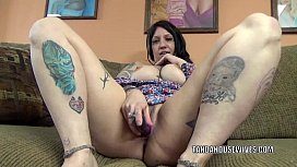 Chubby MILF Lexxi Meyers does her plump pussy with a toy