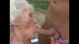 Old MILF gets smacked in the pussy