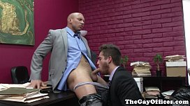 Muscular office hunk fucked...