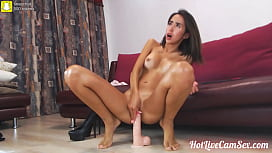 Sexy brunette nympho camgirl wants somebody to make her squirt