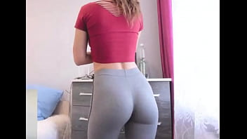 Girl in tight pants porn - College babe with skin-tight yoga pants showing off bubble butt in dorm