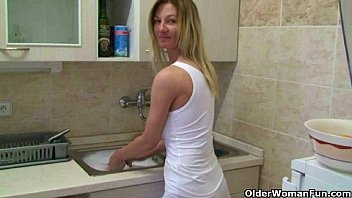 Homemade stay at home mom masturbates Moms home made masturbation videos